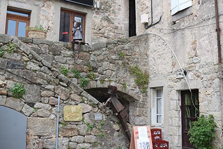 Antraigues sur volane roch jaja for Antraigues sur volane maison de jean ferrat